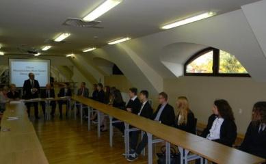 Obrazek przedstawiający posiedzenie Młodzieżowej Gminnej Rady